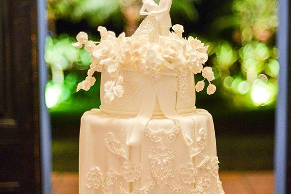 14-bolo-de-casamento-classico-todo-branco-piece-of-cake